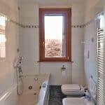 finestra-legno-alluminio-bagno