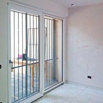 La finestra scorrevole con le due ante perfettamente complanari