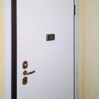 pannello-interno-porta-spioncino