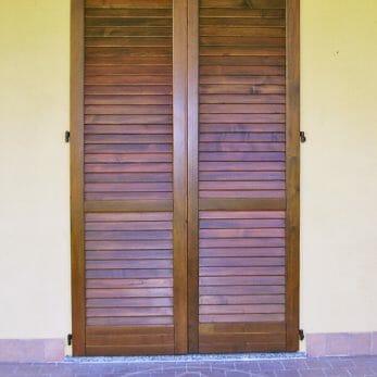 persiana-chiusa-effetto-legno