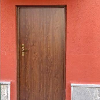 porta-blindata-pannello-pvc-effetto-legno-esterno